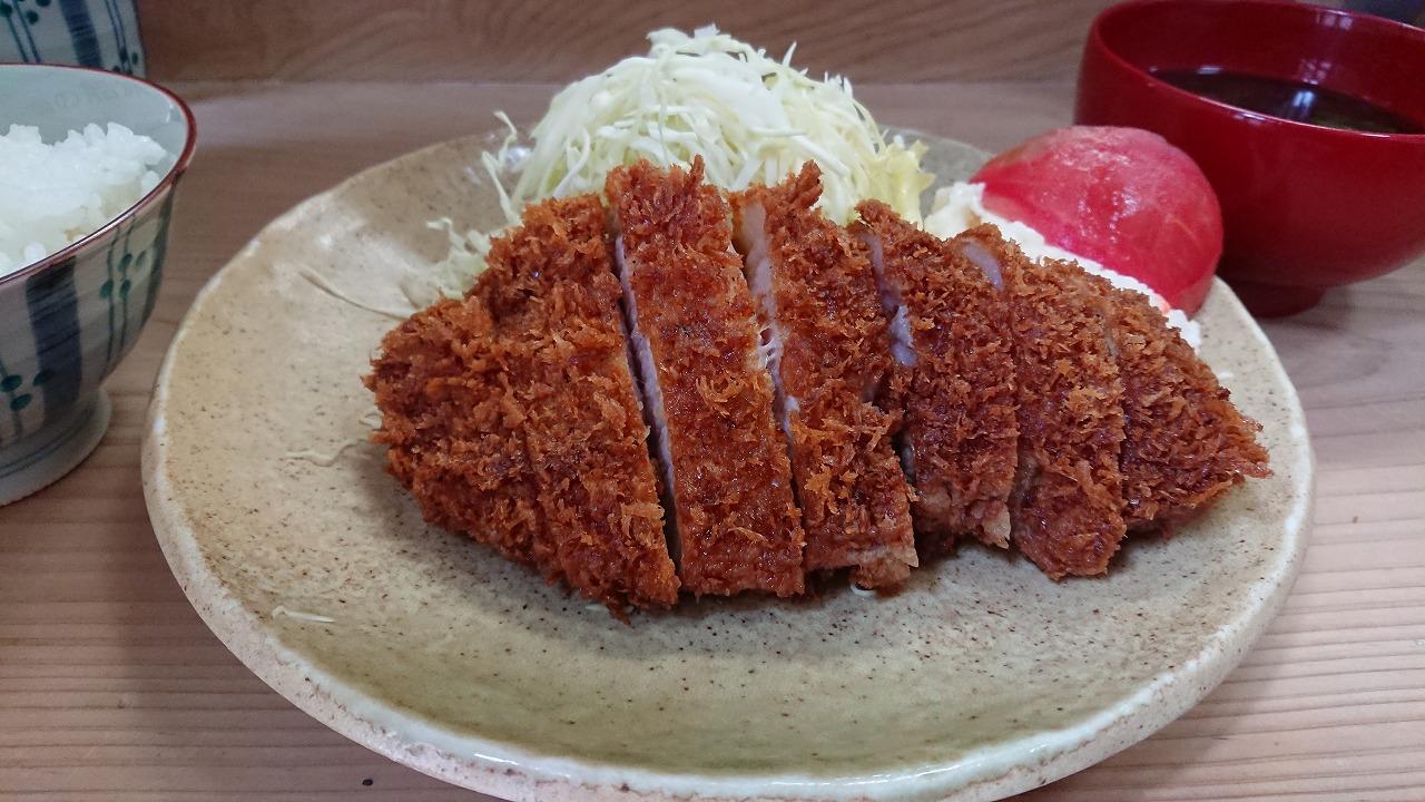 お昼ごはんを食べに黒豚とんかつが食べれる『幸楽さん』を訪れる